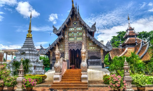 8 Etiquette Tips for Traveling in Thailand