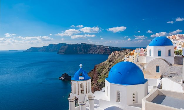 How to Plan The Perfect Honeymoon in Santorini