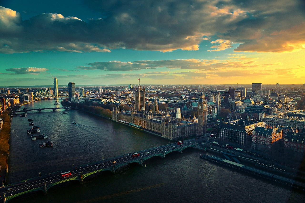 a beautiful view of the thames in london for honeymooners