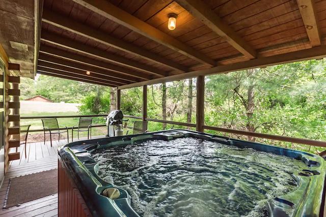 Cedar Grove Oakwood Cabin hot tub view