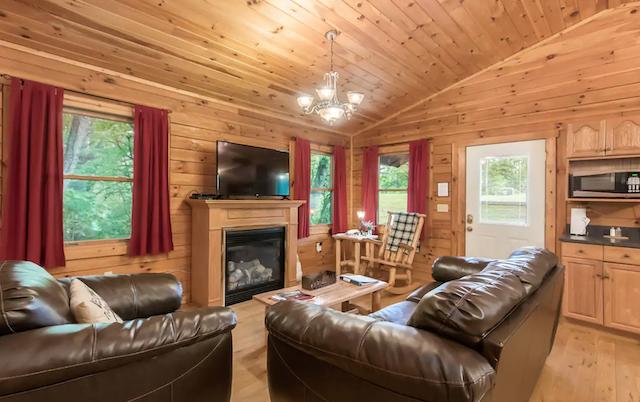 Whispering Pine Cabin living room