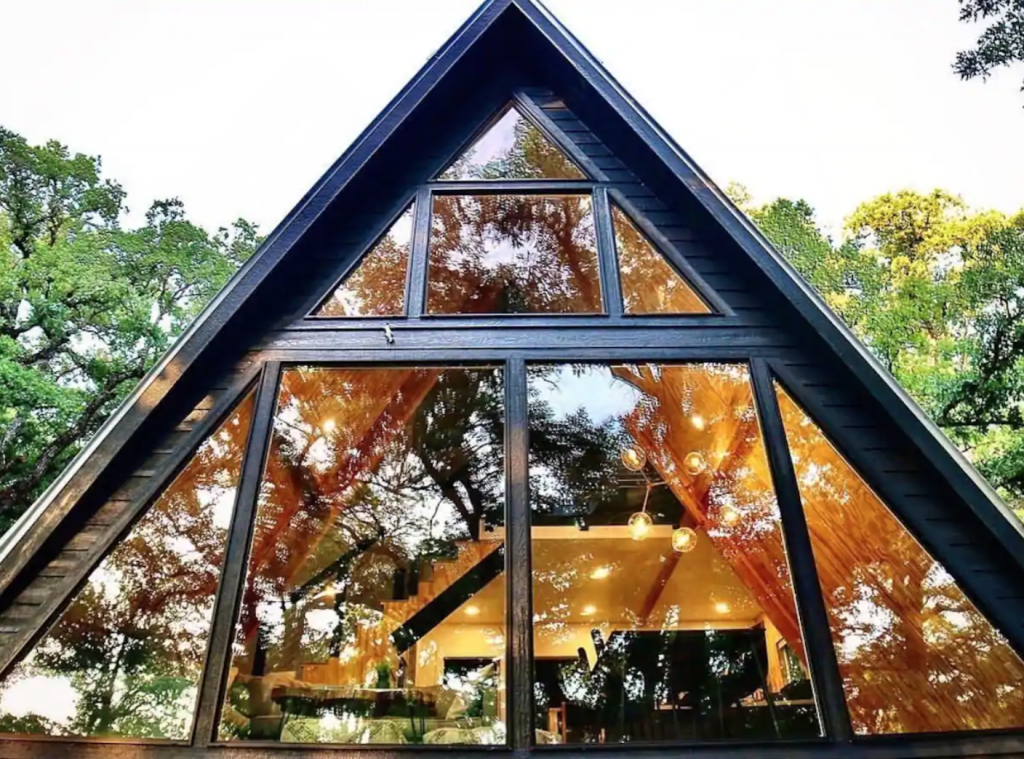 A frame cabin floor to ceiling windows