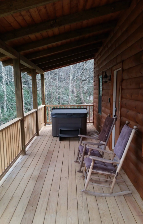 Mountaineer Cabin 30 Minutes From Boone back porch with hot tub