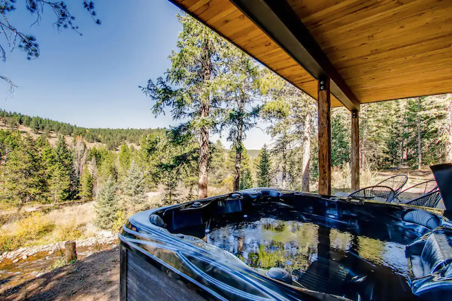 Cabin hot tub with views of forest